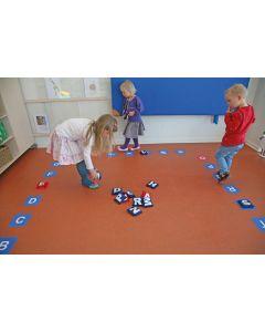 Leikkiä ja oppimista lattialla